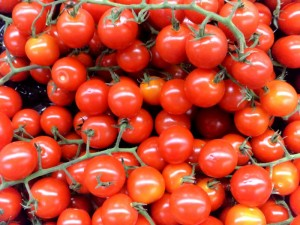 The saving diet – delicious fresh tomatoes add freshness, taste and essential vitamins to all meals - thesavingdiet.com